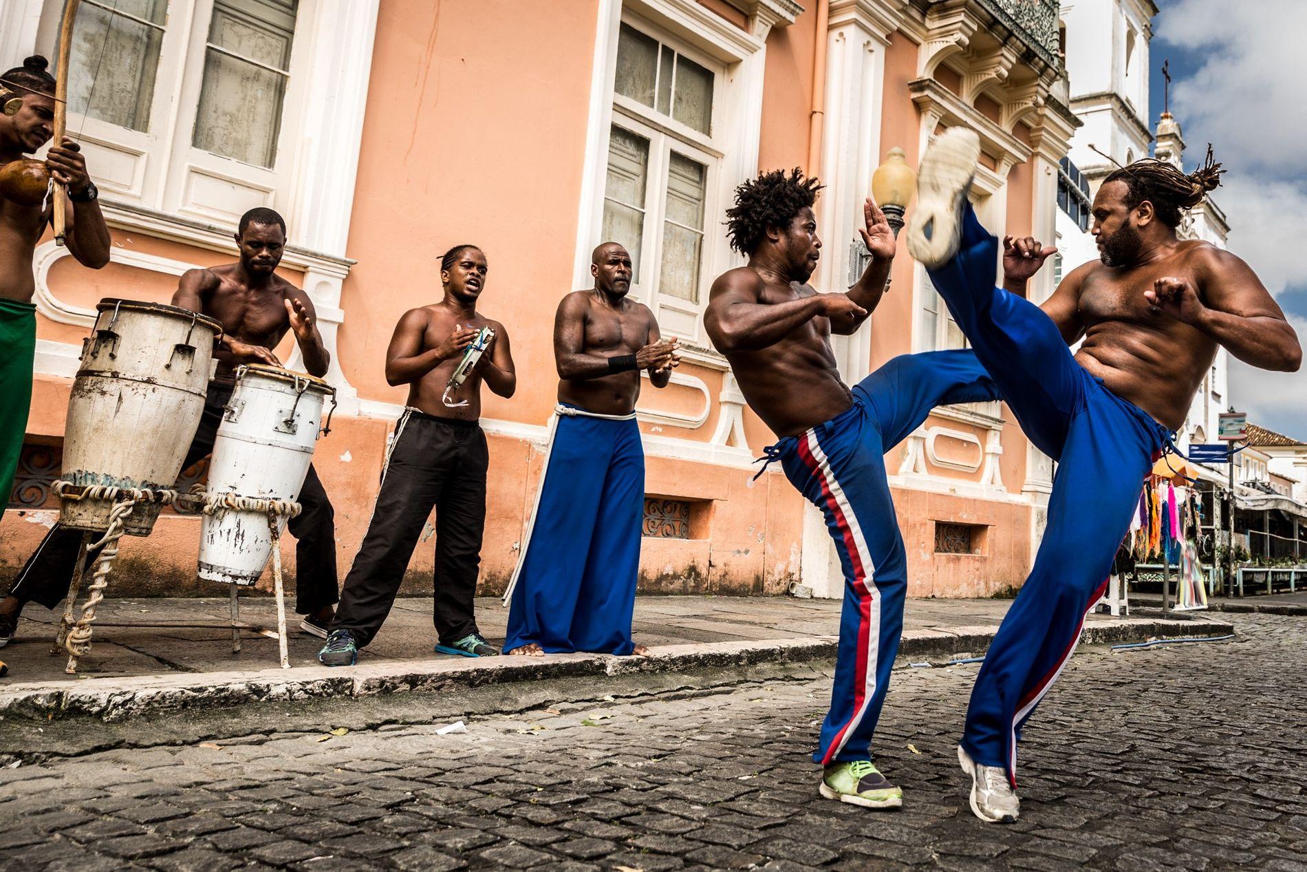 Capoeira | Capoeiristas em Salvador (BA). O último bem brasileiro a ser inscrito na lista representativa ...