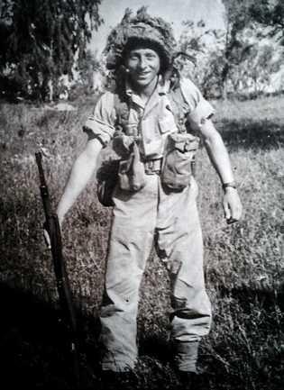Joshua Strul em Israel, onde viveu entre 1950 e 1955, antes de chegar ao Brasil:  ...