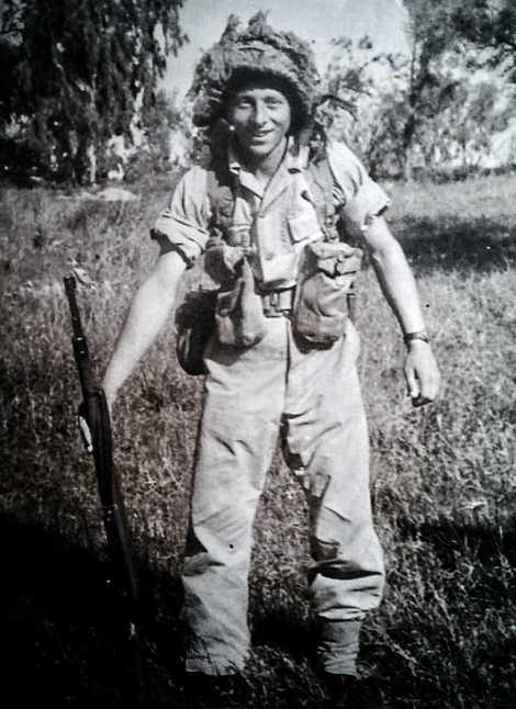 """Joshua Strul em Israel, onde viveu entre 1950 e 1955, antes de chegar ao Brasil:""""Não morremos ..."""