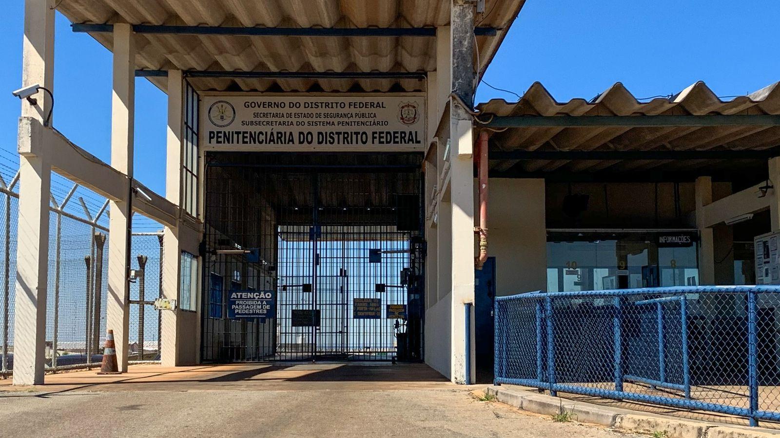 Entrada da PDF I, no Complexo da Papuda, em Brasília. De acordo com agentes penitenciários, o trabalho ...