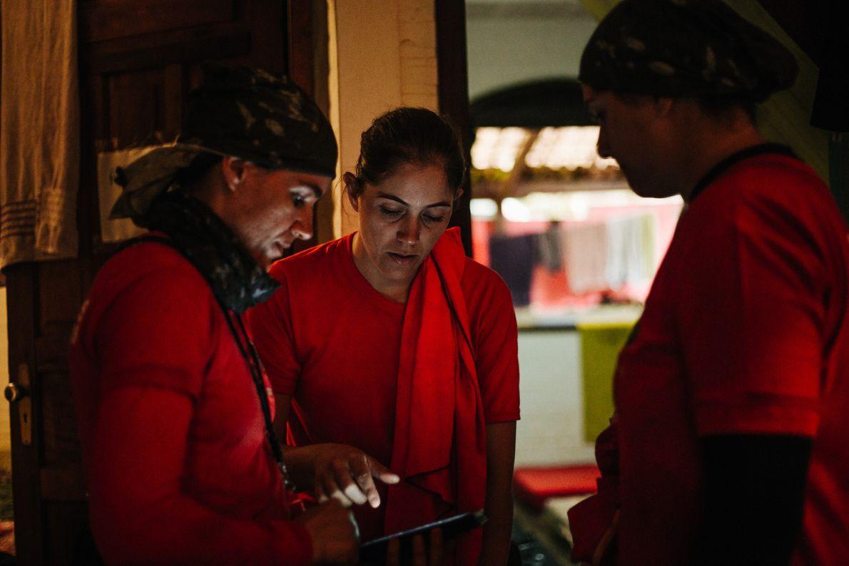 No começo de fevereiro, quando a reportagem acompanhou o cotidiano das bombeiras, seis mulheres dividiam um ...