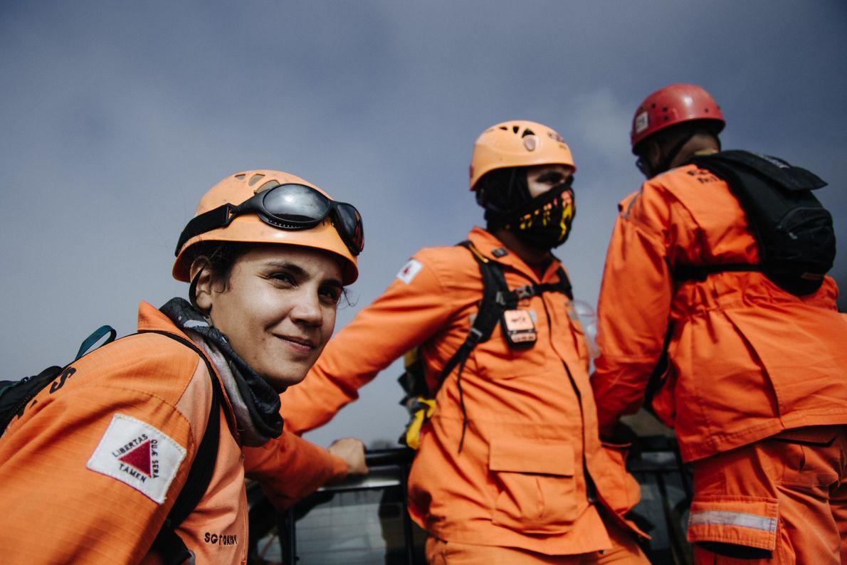A terceira sargento Natália Daisy Ribeiro tem 31 anos e há nove atua como bombeira militar. ...