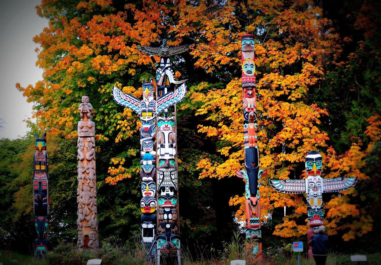 Colômbia Britânica Indígena, Canadá   Os totens no Parque Stanley, em Vancouver, são ricos em significado ...