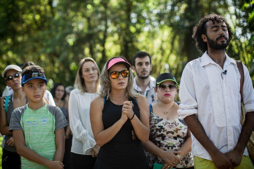Turistas observam uma cerimônia de reabertura do Instituo Inhotim em fevereiro de 2019. Em respeito às ...