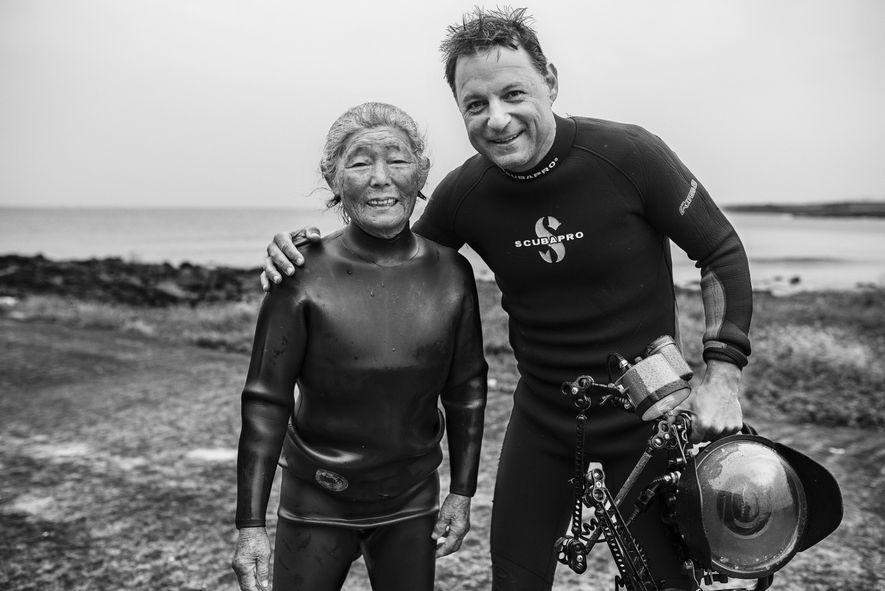 Depois de duas viagens a Jeju, na Coreia do Sul, o fotógrafo colaborador da National Geographic ...