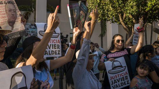 Em Culiacán, no México, centenas de pessoas homenageiam o jornalista Javier Valdez, assassinado em 15 de ...
