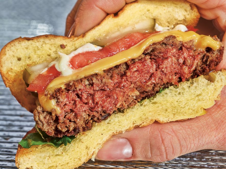 O Impossible Burger é feito de proteína de trigo e batata, óleo de coco e outros ...