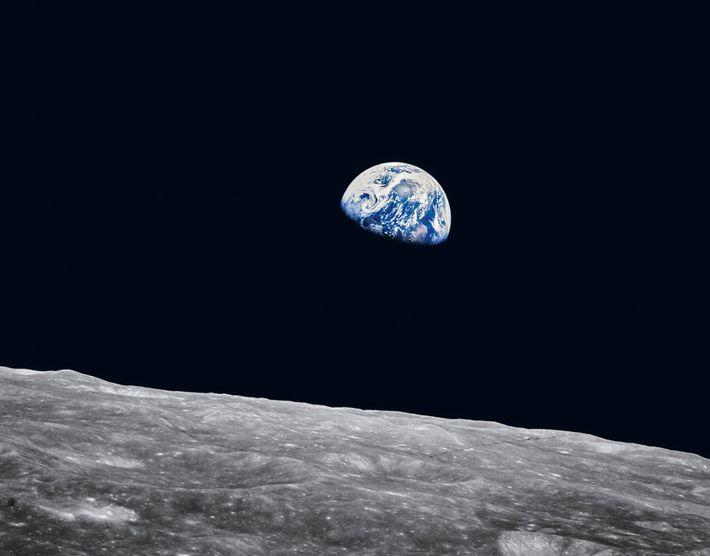 """Um museu de Houston tem uma cópia da famosa foto conhecida como o """"Nascer da Terra"""", ..."""