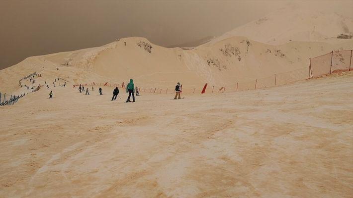 Deserto do Saara deixa a neve alaranjada em partes do Leste Europeu