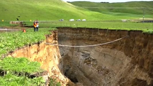 Buraco gigante se abre na Nova Zelândia