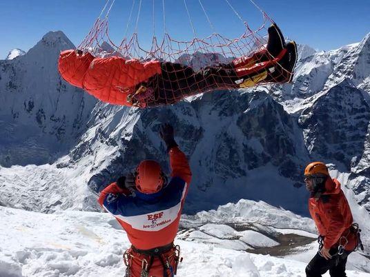 Resgates com corda longa salvam a vida de alpinistas no Himalaia