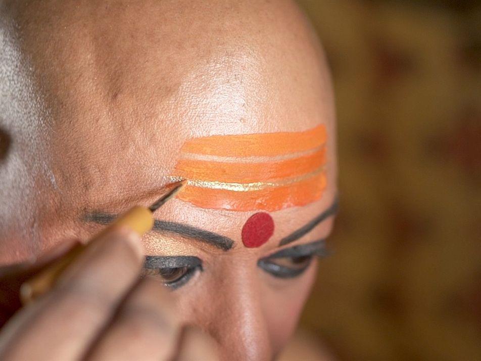 Pela primeira vez, ordem religiosa transgênero participa de maior festival hindu