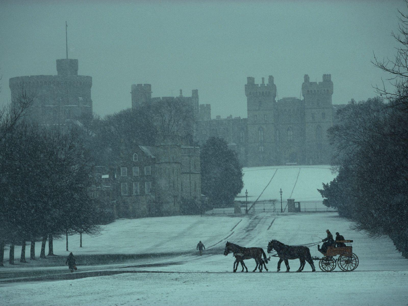 Uma das fotos mais icônicas da história da National Geographic mostra uma carruagem sendo conduzida pelo príncipe ...