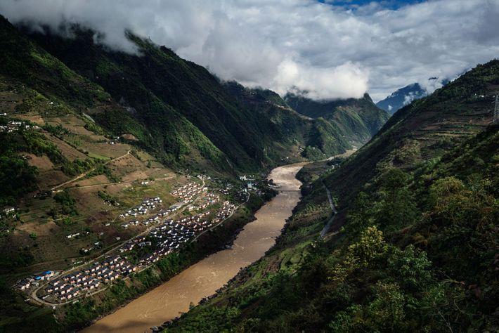 Imagem da urbanização próxima ao rio