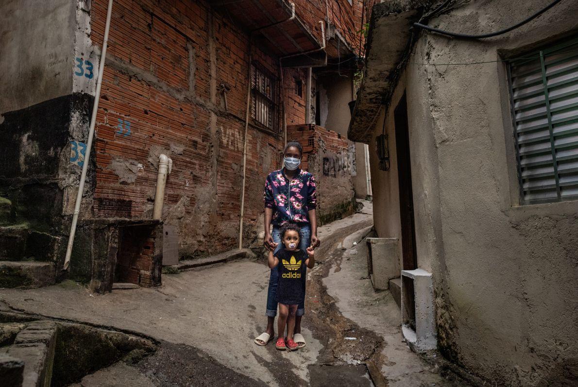 Bruna Neves da Silva tem 23 anos, três filhos e estava desempregada quando este retrato foi ...