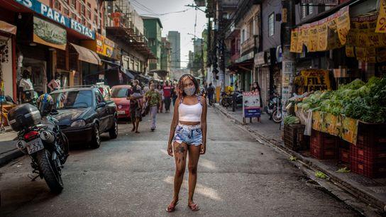 Katielle Nunes de Araújo tem 19 anos e, depois de um longo período desempregada, conseguiu seu ...