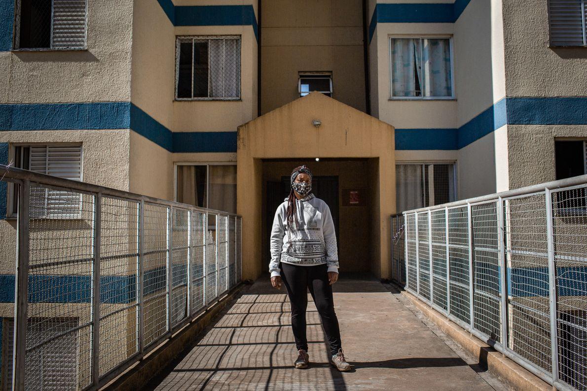 Claudia Amaral, 33 anos, é presidenta da rua Gerônimo de Campos Freire, endereço destecondomínio de moradia ...