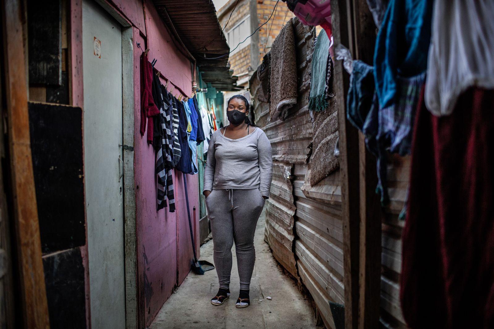 Laryssa da Conceição da Silva tem 24 anos, dois filhos e estava desempregada quando este retrato ...