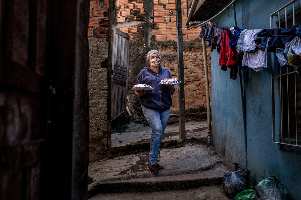 Cláudia Regina de Silvério, 48 anos, tem quatro filhos e é presidenta da viela Canita e ...