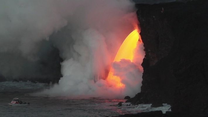 Cachoeira de lava no Havaí