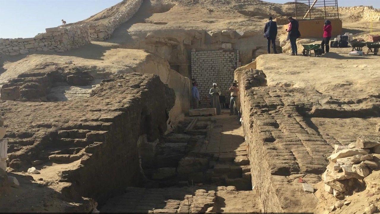 800 tumbas escondidas sob a areia são mapeadas pela primeira vez no Egito | National Geographic