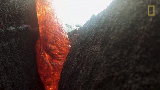 Inacreditável! Câmera é engolida por lava, mas sobrevive para contar a história