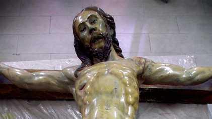 'Cápsula do tempo' é encontrada em estátua de Jesus
