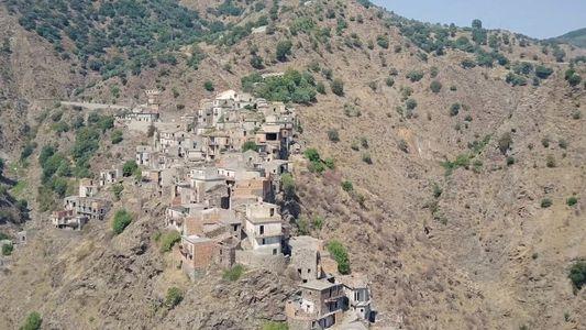 Explore uma cidade fantasma no sul da Itália