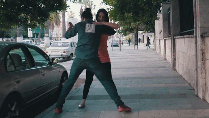 Por que jovens sírios estão dançando nas ruas?