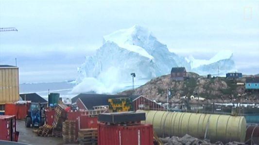 Aproximação de iceberg gigante força evacuação de vilarejo na Groenlândia