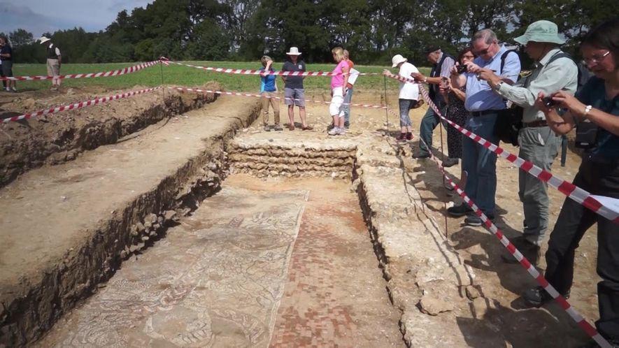 Mosaico romano encontrado na Inglatera