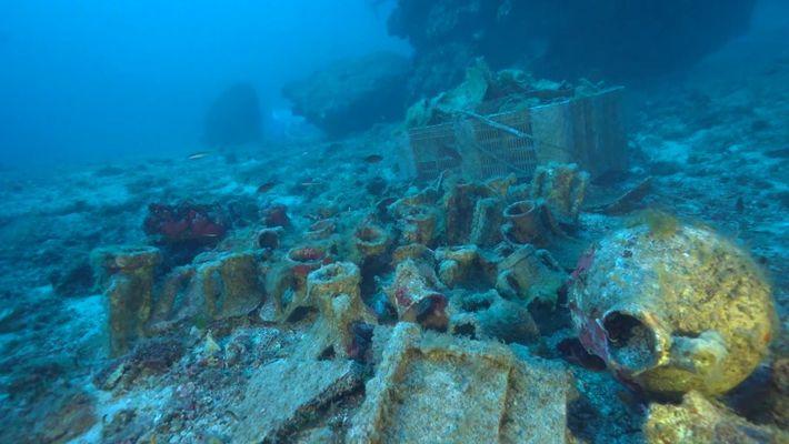Veja estátuas e misterioso disco encontrados em antigo naufrágio greco