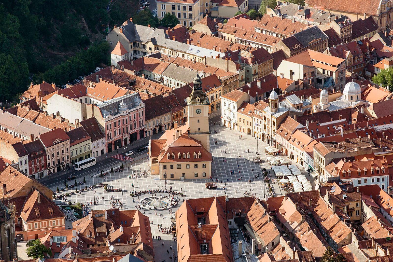 Transilvânia, Romênia   Fundada em 1211, Brasov é a porta de entrada para os prados de ...