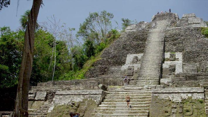 Escale templos antigos nas ruínas maias de Belize