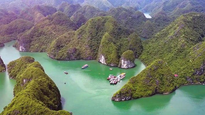 A baía Ha Long, no Vietnam, é um espetacular jardim de ilhas