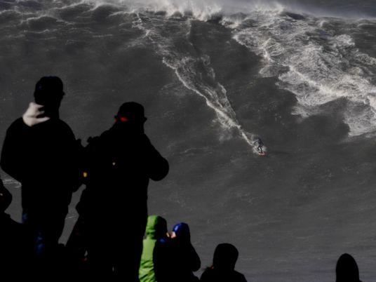 Brasileiros assumem o topo do surfe de ondas grandes