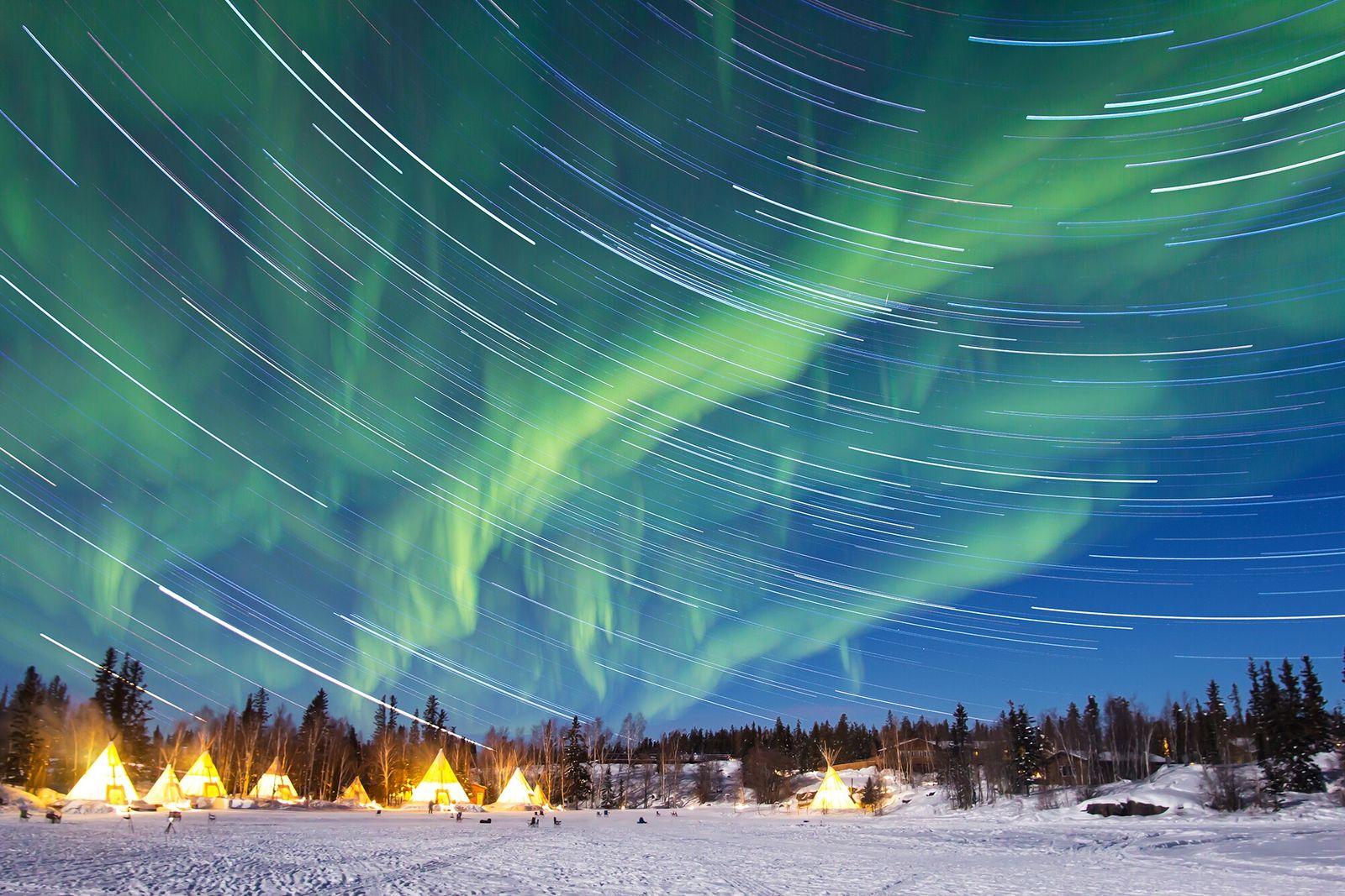 Yellowknife, Canadá   Aurora boreal sobre Yellowknife, a capital dos Territórios do Noroeste do Canadá.