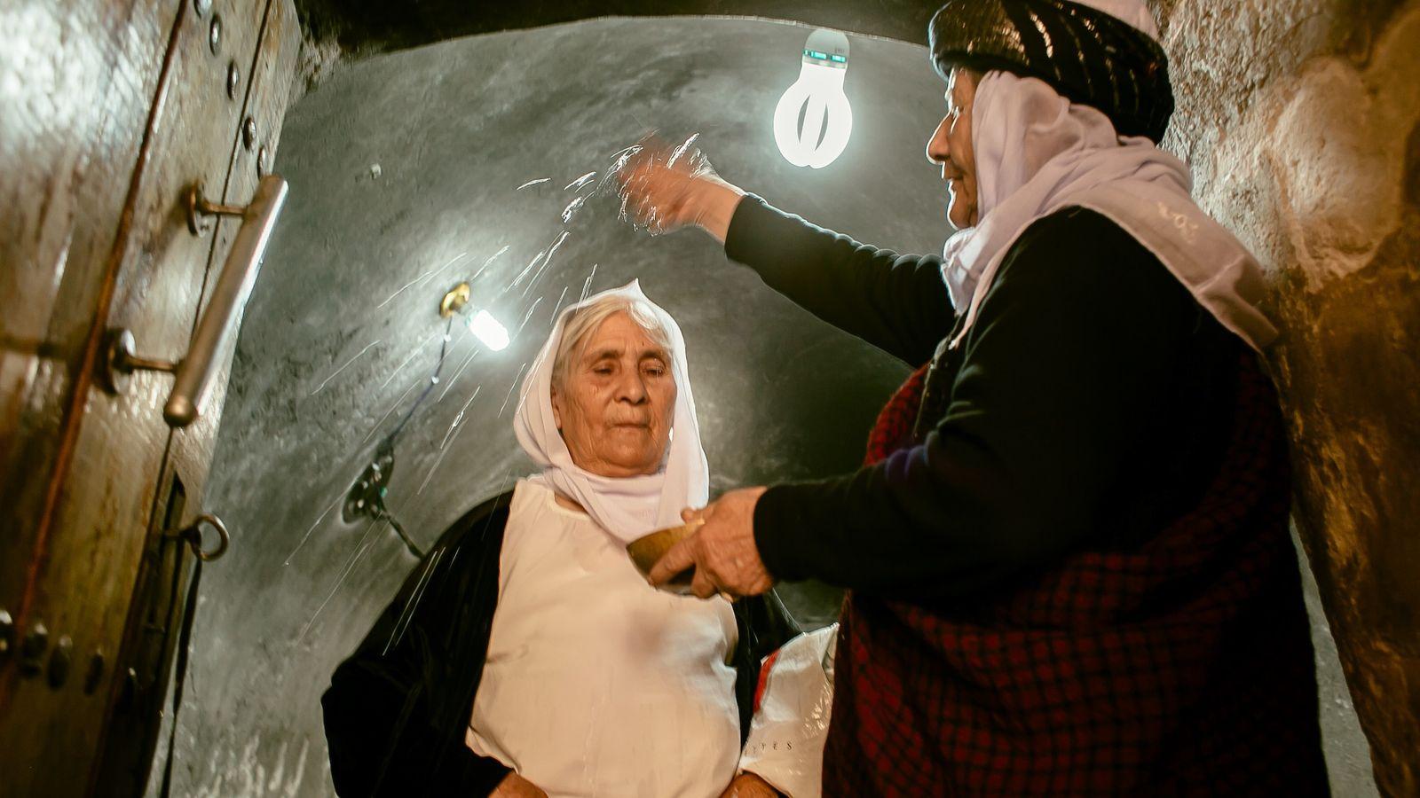 mulher-yazidi-e-rebatizada-no-Iraque