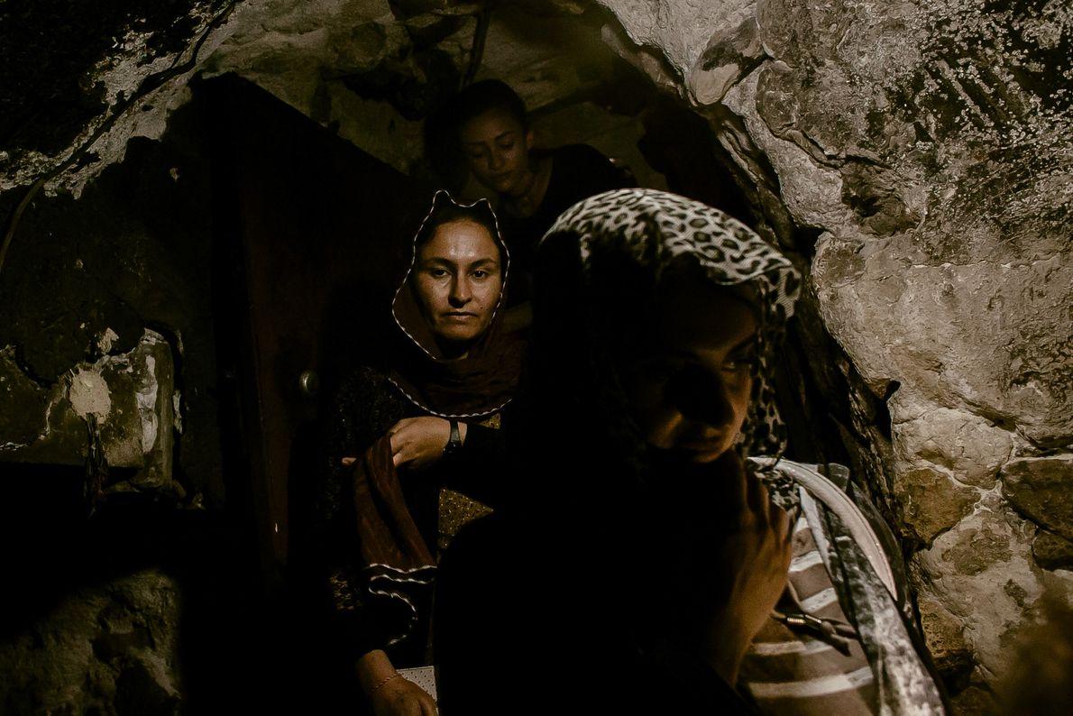 fonte-sagrada-zanzam-mulheres-yazidis-rebatismo