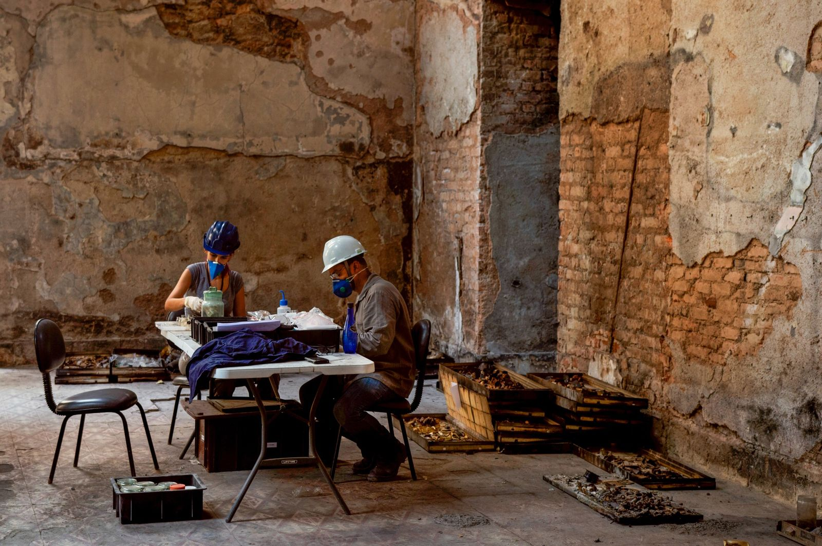 Museu Nacional já catalogou mais de 2 mil itens do acervo encontrados em meio a escombros