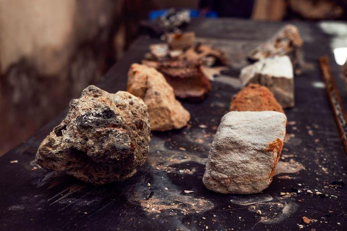 Rochas que pertenciam ao acervo de mineralogia sobreviveram ao incêndio, mas tiveram suas propriedades profundamente alteradas.