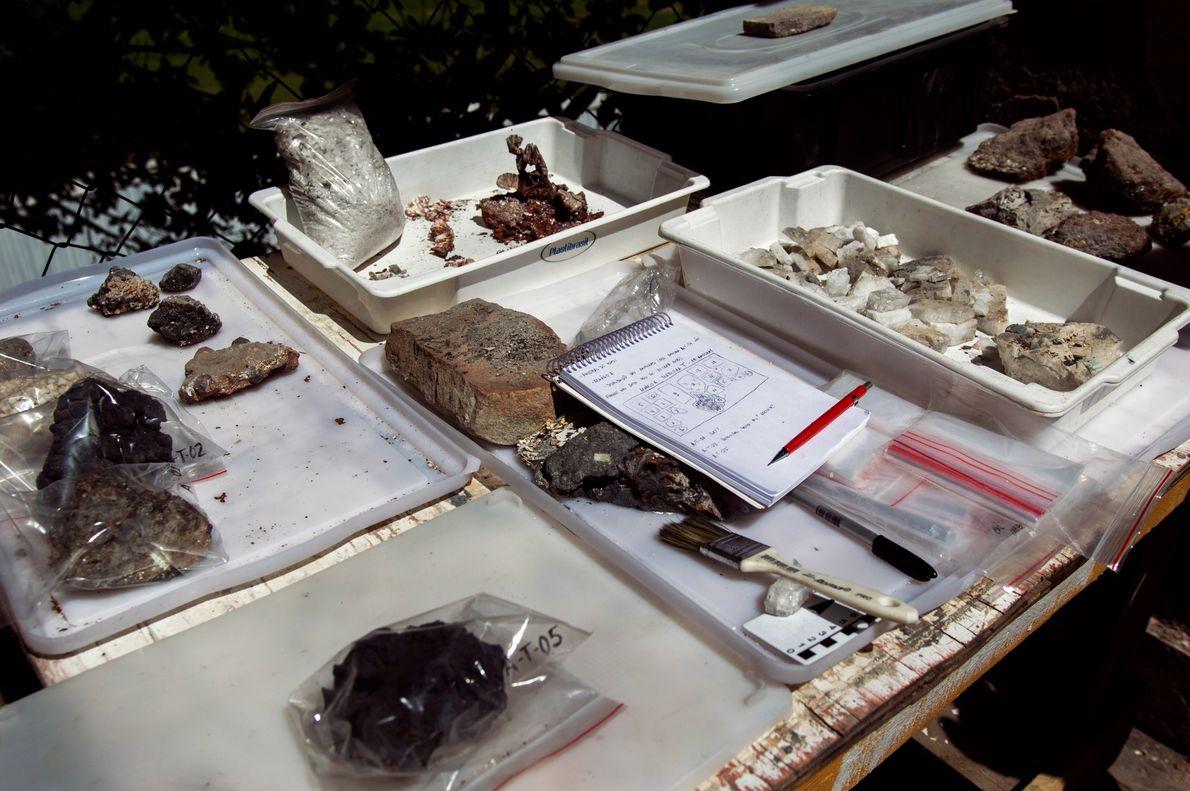 Cerca de duas mil fichas com descrição de objetos encontrados nos escombros já foram preenchidas. Mas ...