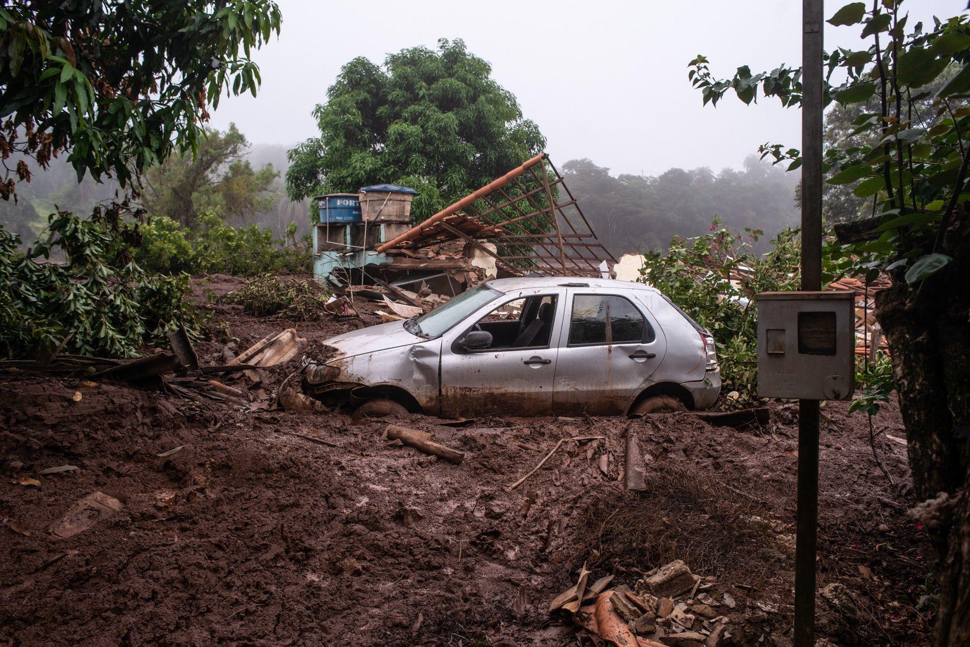 Carro soterrado pela lama na Comunidade do Parque da Cachoeira em Brumadinho (MG). Por estar mais ...