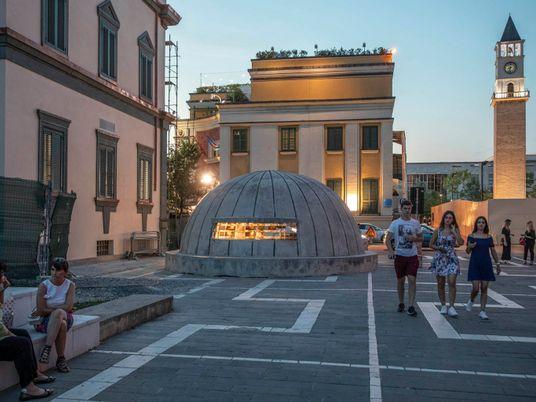 Outrora segredos de estado, bunkers albaneses agora são museus
