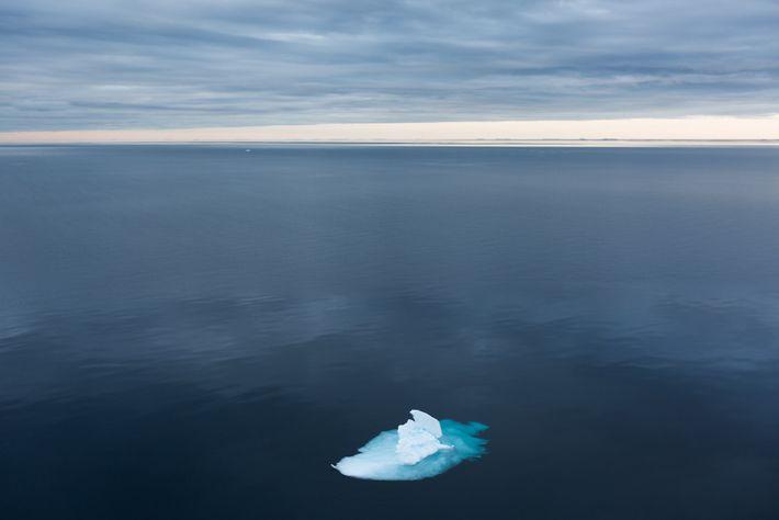O gelo marinho no Estreito de Fram pode conter a mesma quantidade de microplásticos existente no ...