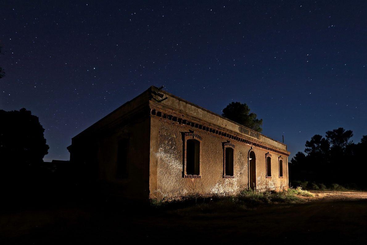 Villaggio Asproni já recebeu trabalhadores das minas próximas e foi abandonada quando elas fecharam.