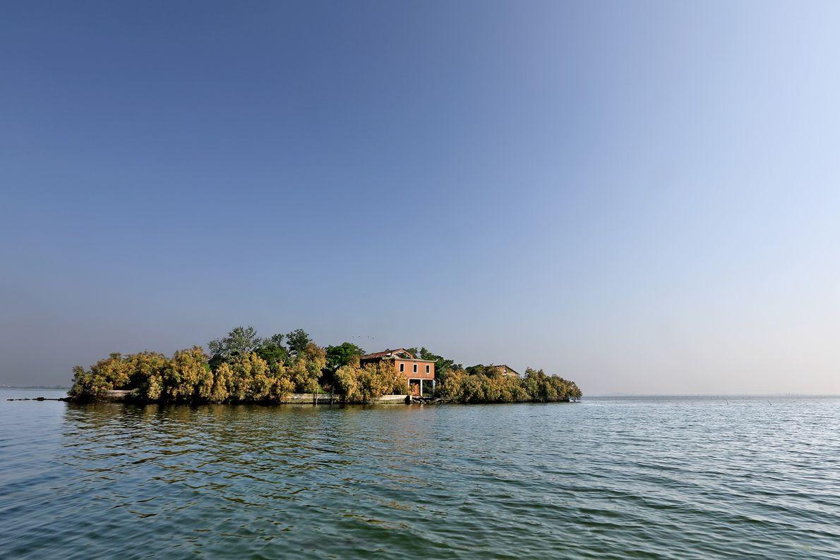 Esta pequena ilha na Lagoa de Veneza já foi uma estação de rádio da Marinha, mais ...