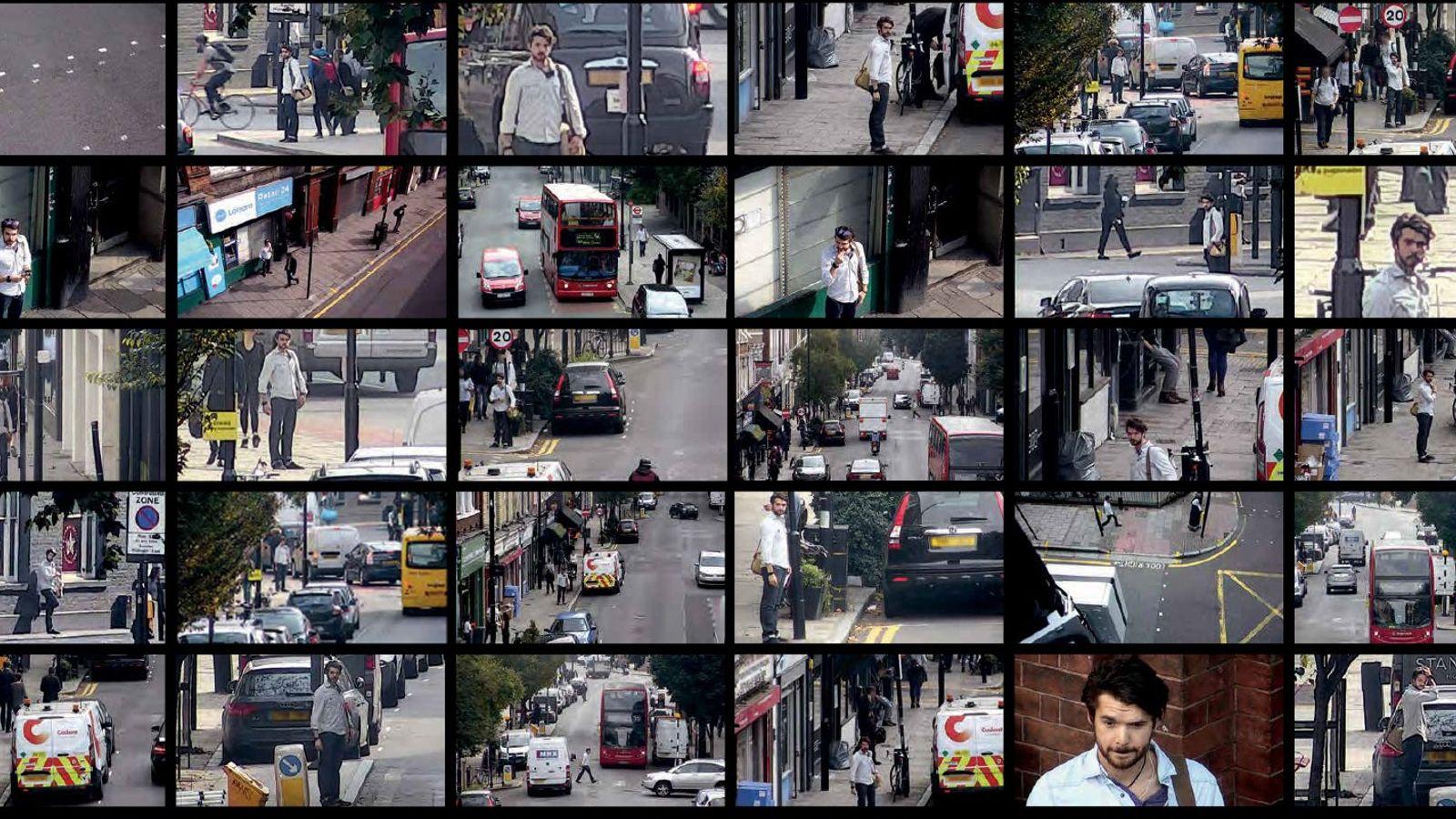 Uma câmera segue uma pessoa contratada para caminhar pela rua em Islington, um bairro de Londres.