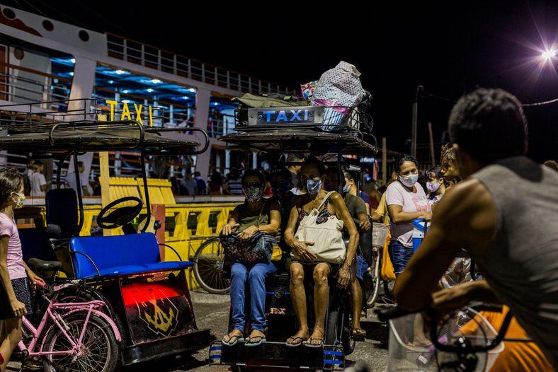 O horário do rush em Afuá varia: depende da chegada das balsas que transportam passageiros e ...