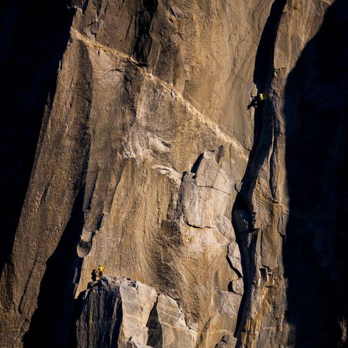 Tommy Caldwell lidera a dupla em sua subida recorde na rota The Nose no El Capitan.